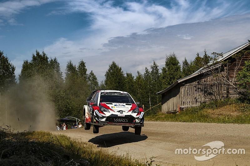 WRC Finland: Tanak leidt, Neuville bijt in het stof