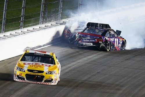 Hamlin, other contenders wreck late while fighting for second - video