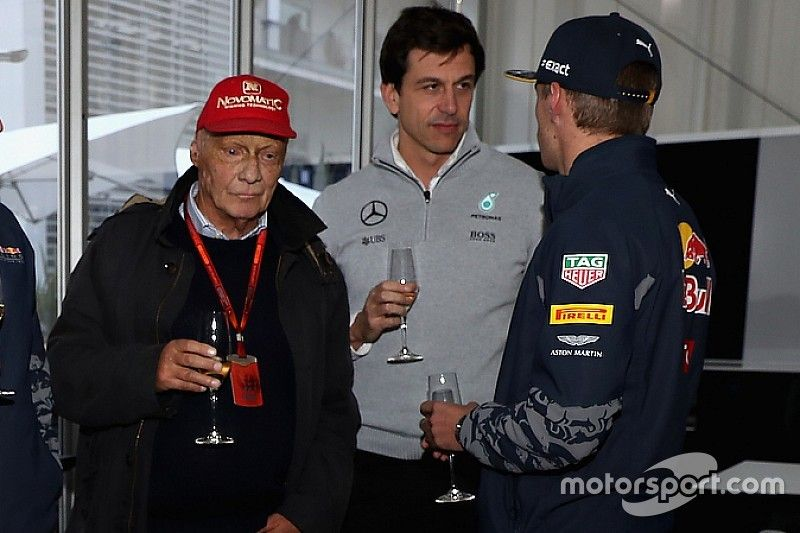 «Вольф постоянно звонит Максу и его отцу». Марко рассказал о попытках Mercedes увести Ферстаппена у Red Bull