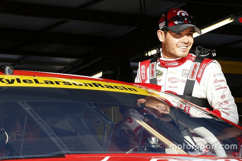 Larson leads second Cup practice at Chicagoland