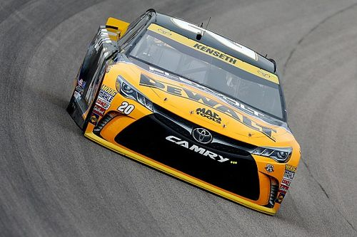 Matt Kenseth tops final Kansas practice, Kurt Busch finds trouble