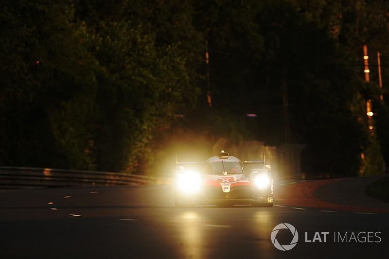 ル・マン16時間経過:8号車トヨタが首位復帰。7号車は35秒の遅れ