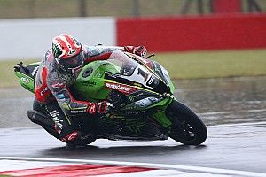 Donington WSBK: Rea tops rain-hit practice, Davies crashes