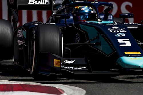 Alexander Albon vola a Baku e centra la prima pole in Formula 2