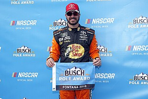 NASCAR Sprint Cup Crónica de Clasificación Martin Truex Jr. toma la pole en Fontana; Suárez hasta el 30
