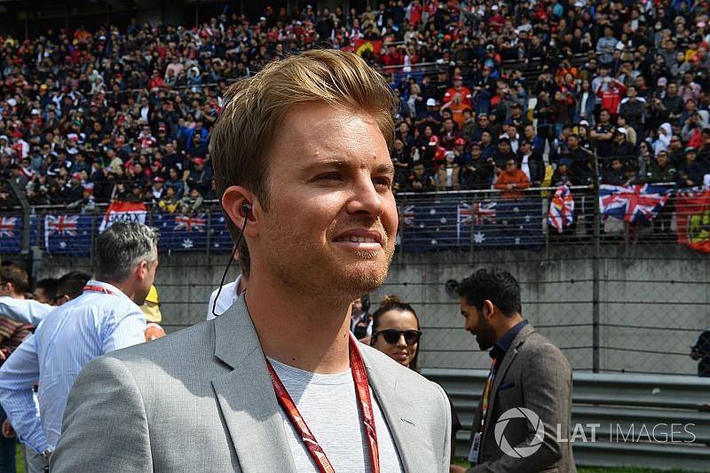 Rosberg újra overálban - bemutató Berlinben
