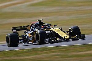Sainz cree que los pilotos de MotoGP padecerán en Silverstone