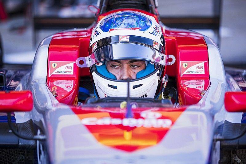 Giuliano Alesi al comando nelle Libere di Silverstone