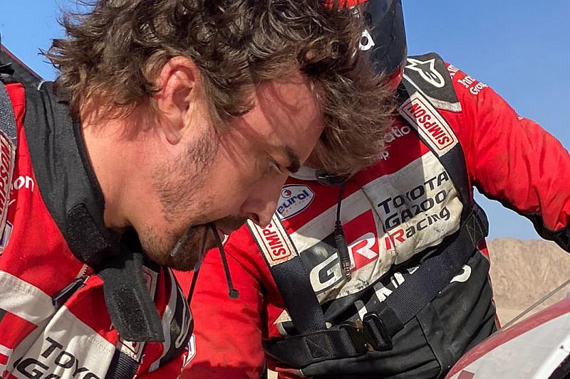Navegador de Alonso admite que pensou que carro não teria condições de continuar no Dakar