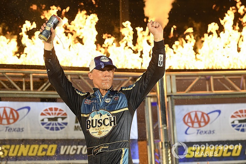 Harvick makes final four with third straight Texas playoff win