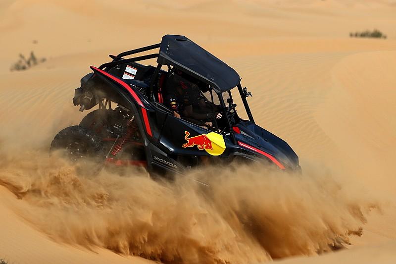 Videón és képeken a Red Bull nagy sivatagi csapatása Abu Dhabiban