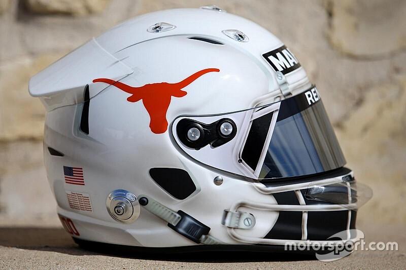 Ricciardo racet in Austin met American football-helm