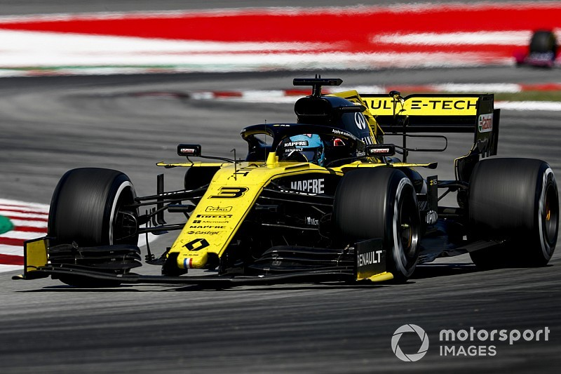 "Ricciardo: Renault ""underachieved"" in Spanish GP"