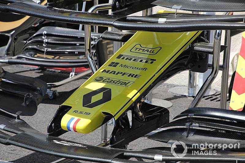 A Renault a Mercedes első szárnykoncepcióját másolja