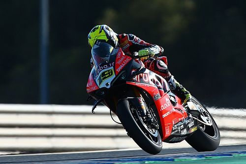 Jerez WSBK: Bautista dominates as Rea and Lowes collide