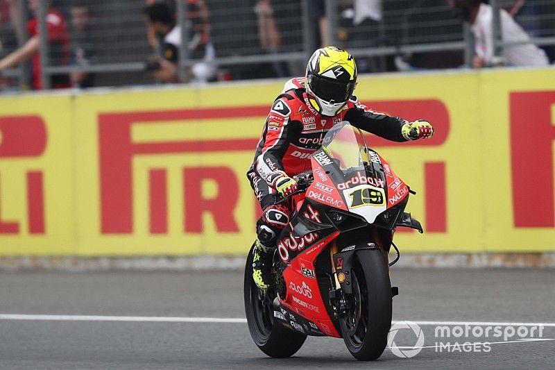 SBK, Buriram: Ducati vince la Superpole Race con bandiera rossa