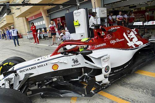 Mick Schumacher pályán az Alfa Romeóval Bahreinben