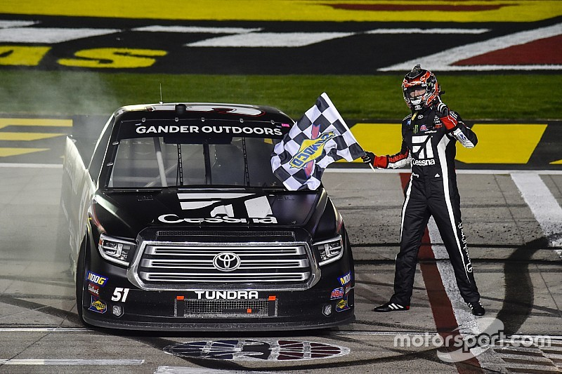 Kyle Busch takes dominant Truck win at Las Vegas