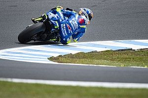 Rins' bike escapes major damage in Suzuki pit fire
