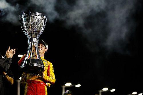 Joey Logano vence a Truex y es campeón de la Copa