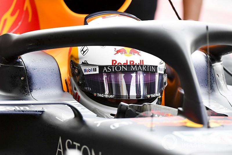 Albon új sisakjáról az utolsó pillanatban döntött a Red Bull