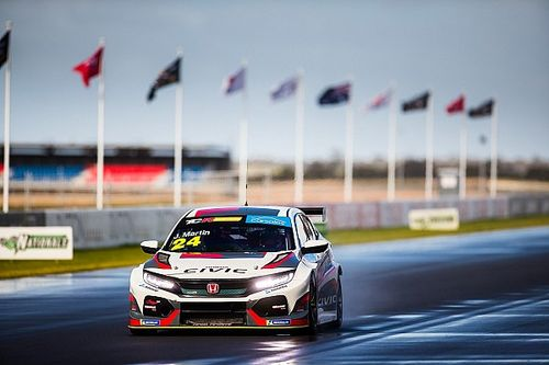 The Bend TCR: Martin beats Tander for Race 3 win