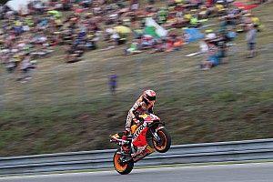 MotoGP: Sob chuva, Márquez lidera treinos de sábado na República Tcheca
