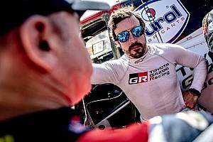 Alonso megállíthatatlan: ezúttal a 19. helyről nyert a legendák fordított rajtrácsos versenyén!