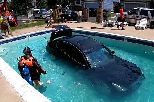 Minden szabályt betartott, mégis a medencében parkolt a tanulóvezető