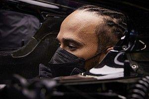 Hivatalos: motorcsere Hamiltonnál, 10 rajthelyes büntetést kap a brit