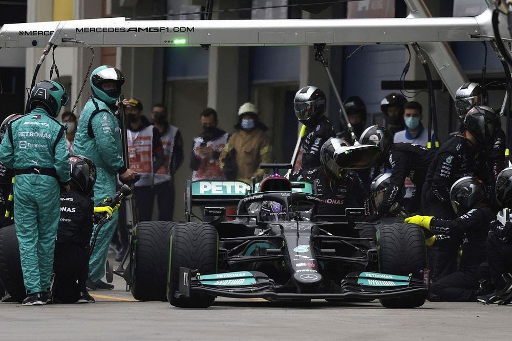 Esteban Ocon Dijadikan Contoh Mercedes Risiko Tak Ganti Ban
