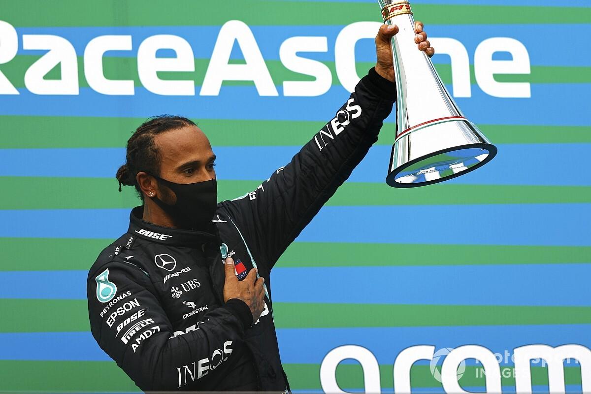 """Hamilton vince e ringrazia i motoristi: """"Molto merito è loro!"""""""