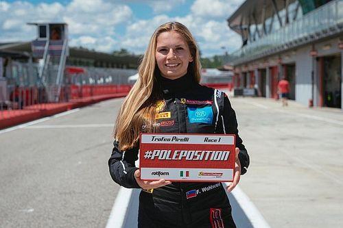 Fabienne Wohlwend mischt beim Saisonauftakt der Ferrari Challenge an der Spitze mit