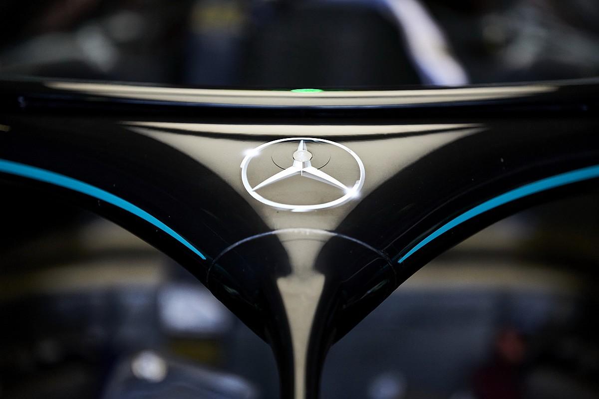 Mercedes, 2021 F1 aracını ilk kez çalıştırdı!
