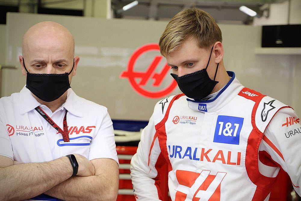 Schumacher no ve problemas con la decoración del Haas