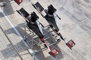 Alfa Romeo: i due pattini sotto all'ala sono incurvati verso l'alto