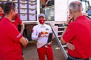 """Loeb enfurece y llama """"incompetentes"""" a los comisarios del Dakar"""