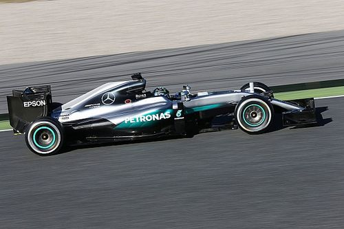 Rosberg dominates opening morning of second Barcelona test