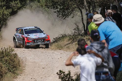Italy WRC: Neuville continues to lead as Latvala edges closer