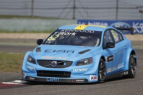 Shanghai WTCC: Bjork gives Volvo maiden win after last-lap move