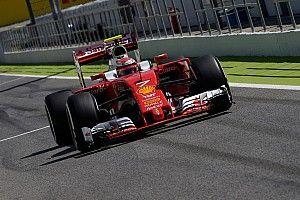 Családi Ferrari-mosás Kimiéknél odahaza