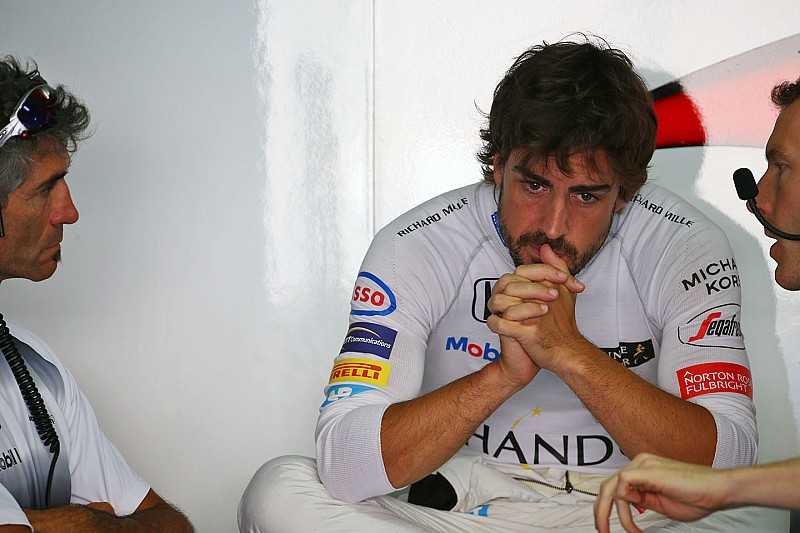 McLaren to change Alonso's engine after water leak