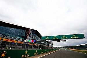 """Hamilton: pilotos de F1 no están """"preparados"""" para acelerar en Silverstone"""