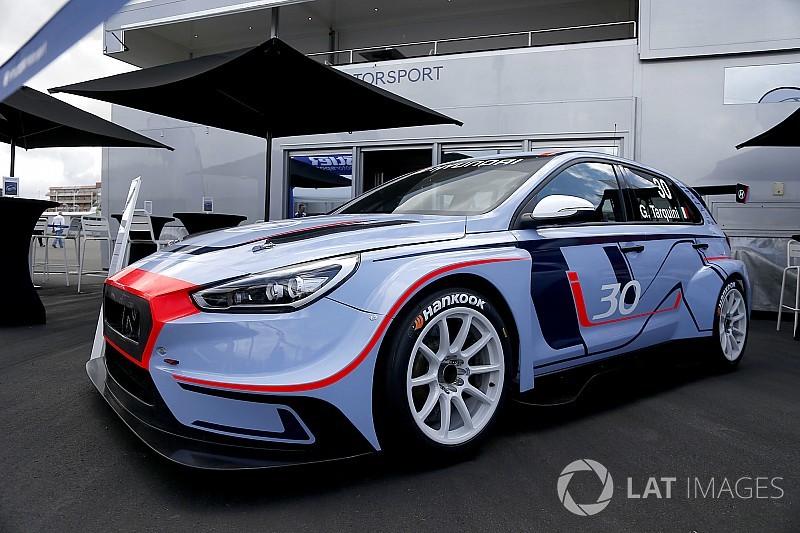 Hyundai pajang i30 TCR di Nurburgring