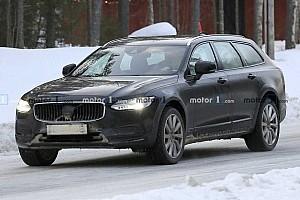 Minimális változtatások a frissített Volvo S90-en, V90-en és V90 Cross Countryn