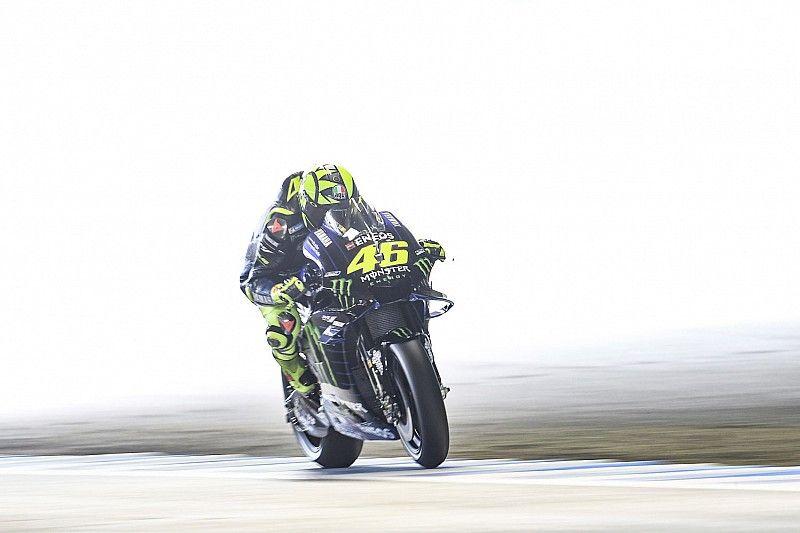 Rossi saca un dedo de la leva del freno para ganar estabilidad