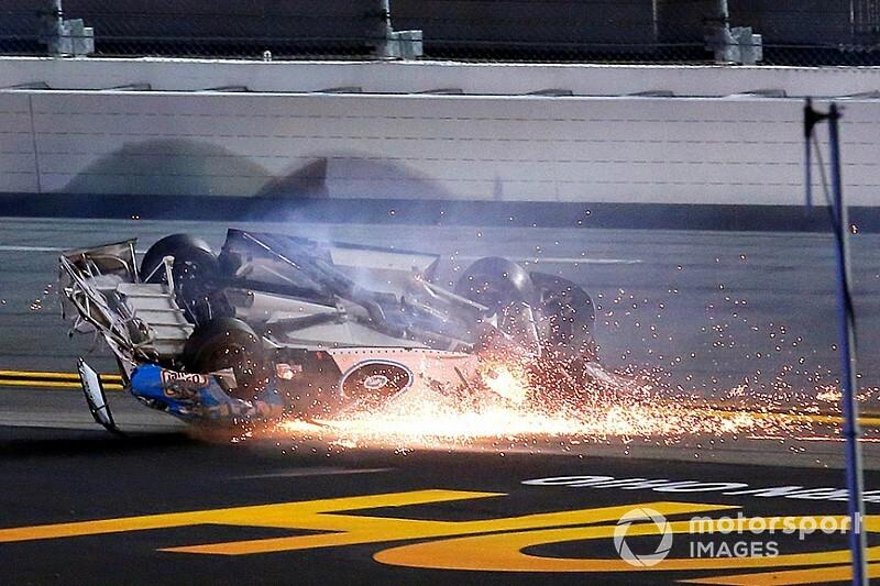 Серьезная авария в «Дайтоне 500»: Ньюман в больнице, его жизнь вне опасности