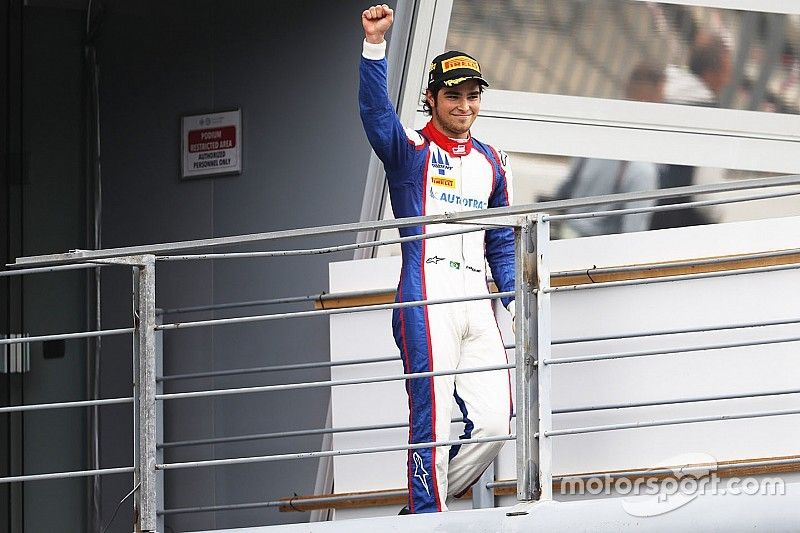 Piquet vence a Alesi en un duelo emocionante