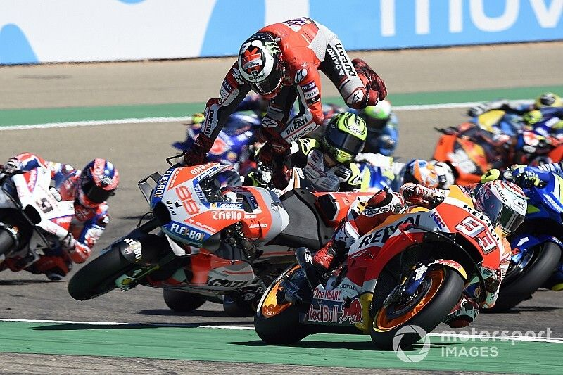 """Lorenzo: """"Marquez destroyed my race and my foot"""""""