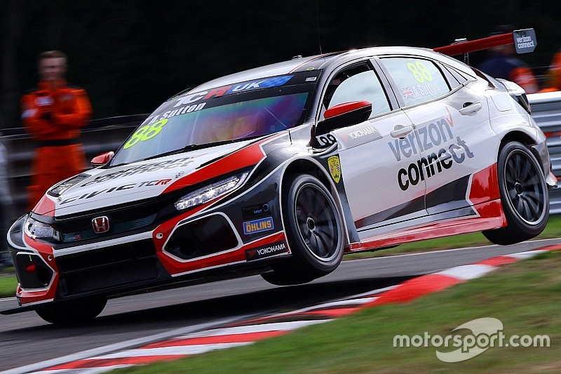 UK: pole position perentoria al debutto con la Honda per Ashley Sutton ad Oulton Park